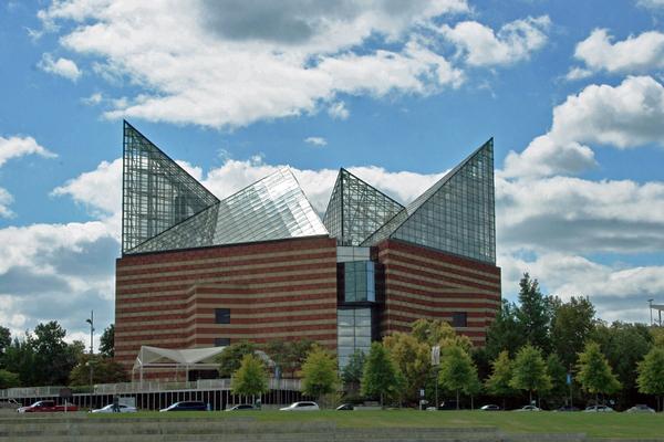 image of the Tennessee aquarium