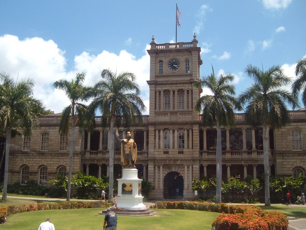 image of building in honolulu hawaii