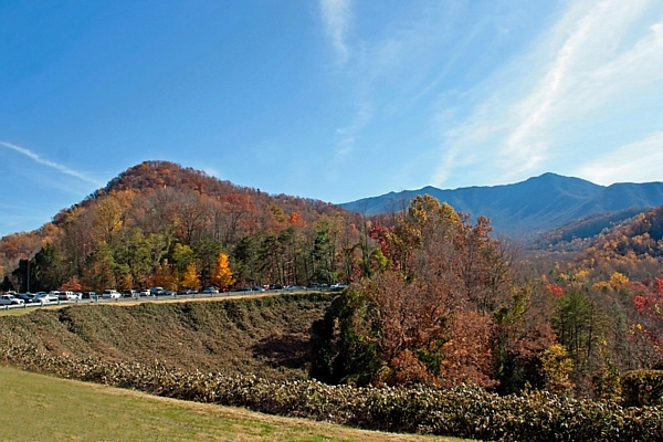 image of Smokey Mountains Gatlinburg Tennessee in the fall