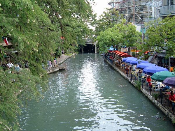 image of the riverwalk in San AntonioTX