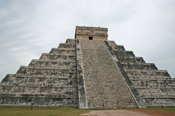 image of the pyramid at Chichen Itza in Mexico