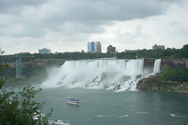 image of Bridal Veil Falls on the American side