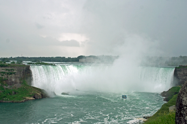 image of Horseshoe Falls on the Canadian side of Niagara Falls
