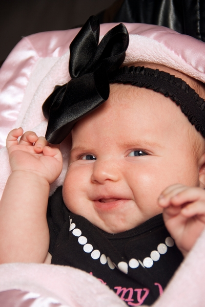 image of baby girl with head bow